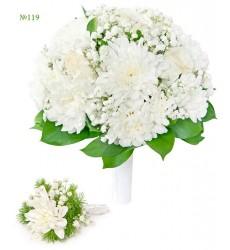 Букет невесты из 5 роз, 3 кустовых хризантем и зелени «Невинный ангел»
