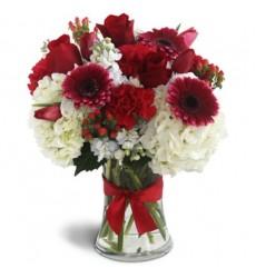 Букет из 3 гортензий, 4 гербер, 3 роз и 5 тюльпанов «Прекрасная иноземка»