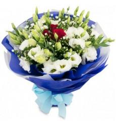 Букет из 3 роз и 10 эустом «Альпийская роза»