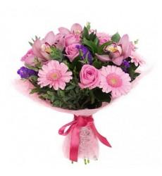 Букет из 6 роз, 5 гербер и 3 орхидей «Розовая бухта»
