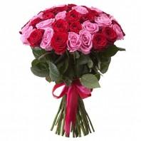 Букет из 25 розовых и красных роз «Сладкий сон»