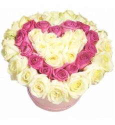 Цветы в коробке  с 45 розами «Сверкающая любовь»