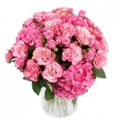 Букет из 3 гортензии, 15 одноголовых и 8 кустовых роз «Розовый шар»