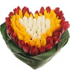 Цветочная композиция из 101 разноцветного тюльпана «Цветущие чувства»