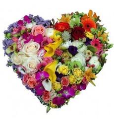 Цветочная композиция из ярких цветов «Удивительная любовь»