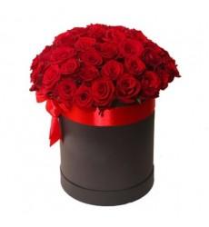 Цветы в коробке  с 51 красной розой «Классика обольщения»