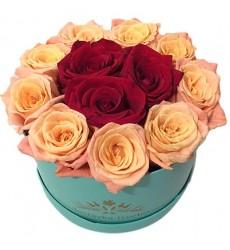 Цветы в коробке  с 15 розами «Княжна Мэри»