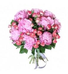 Букет из 9 пионов и 5 кустовых роз «Вестник весны»
