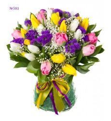Букет из 35 тюльпанов, статицы и зелени «Улыбка Персефоны»