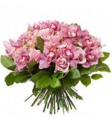Букет из 15 орхидей, 9 роз и 5 кустовых роз «Мисс Лемон»
