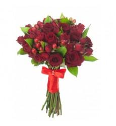 Букет невесты из 10 красных одноголовых и кустовых роз «Счастливое событие»