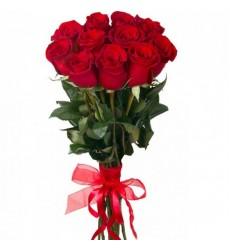 Букет из 12 красных роз с лентой «Александра»