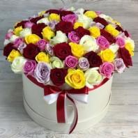 Букет из 101 розы в шляпной коробке «Фантазия»