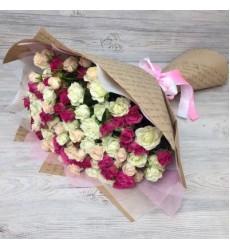 Букет из 29 кустовых роз «Ты в моём сердце»