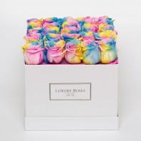 Букет из 25 радужных роз в коробке «Дом радуги»