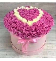 Букет в шляпной коробке из 101 розовой розы «Ласковое сердце»