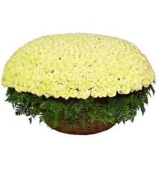 Корзина цветов с 1001 белой розой Аваланж «Мечта поэта»
