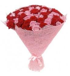 Букет из 101 розовой розы Аква и красной розы Гран При «Небесная дева»