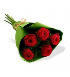 Букет из 5 красных роз «Сладкое чувство »