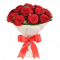 Букет из 17 красных роз «Чарующий поцелуй»