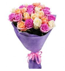 Букет-микс из 27 разноцветных роз «Теплые объятия »