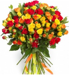 Букет из 35 разноцветных кустовых роз «Цветочная долина»