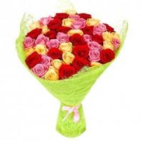 Букет из 50 разноцветных роз «Три цвета любви»