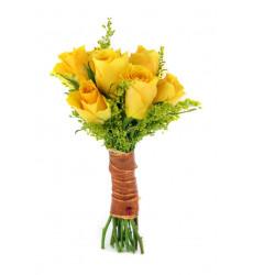 Букет из 5 желтых роз и зелени  «Дрожь предвкушения»