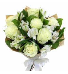 Букет из 7 белых роз с альстромерией  «Светлые чувства»