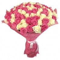 Букет из 101 белой и розовой роз «Монблан»