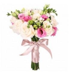 Букет невесты из 13 роз, 6 эустом и 10 фрезий «Бернадетта»