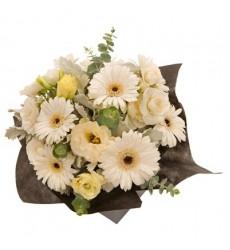 Букет из 7 гербер, 5 роз и 3 лизиантусов «Нежный апрель»