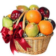 Фруктовая корзина с фруктами и карамельными конфетами «Аппетитные радости»