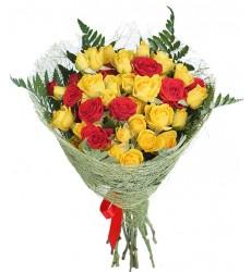Букет  из 11 кустовых роз «Алые капли»