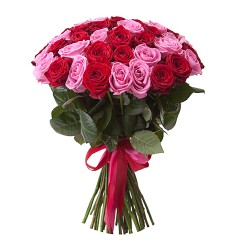 Букет из 45 красно-розовых розы «Увенчанный любовью»