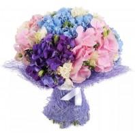 Букет из 5 гортензий и 6 кустовых роз «Фантазия»
