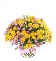 Букет из 51 жёлтой и розовой кустовых роз «Утренняя палитра»