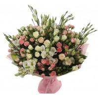 Букет из 15 кустовых роз и 14 эустом «Формула любви»
