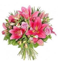 Букет из 3 лилий, 7 альстромерий и 5 розовых роз Аква «Нежное сердце»