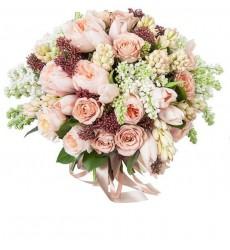 Букет невесты из 35 роз, 15 тюльпанов и сирени «Акварельный этюд»