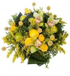 Букет из роз, краспедий, орхидей, лимона и лайма «Цитрусовый букет»