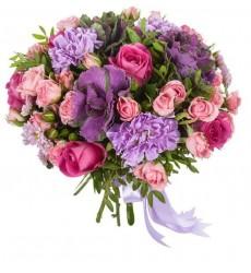 Букет невесты из 12 роз, 3 хризантем Сантини и 3 гвоздик  «Музыка кантеле»