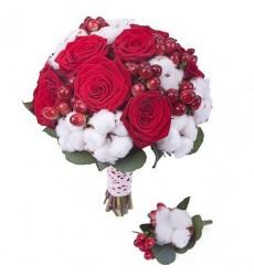 Букет невесты  из 11 роз Гран При, хлопка и гиперикума «Воздушные чувства»
