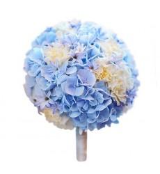 Букет невесты из 3 голубых гортензий и 15 кремовых гвоздик «Благословение»