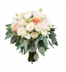 Букет невесты из 15 пионовидных роз и 10 ранункулюсов «Магия двух сердец»