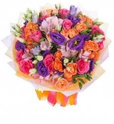 Букет из 5 альстромерий, 11 однологовых и 5 кустовых роз «Яркий сезон»