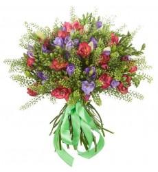 Букет из красных и фиолетовых цветов «Орнелла»