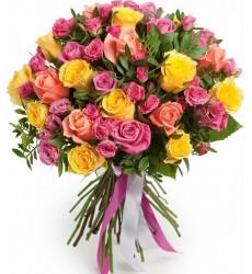 Букет из 41 кустовой и одноголовой роз «Мягкий поцелуй»