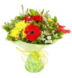 Букет из 3 красных гербер и хризантем Сантини «Самая родная»