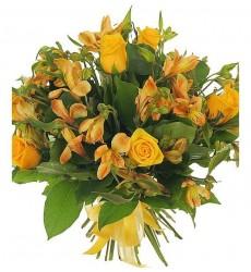Букет из жёлтых роз и альстромерий «Золотая весна»